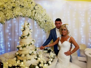 wedding-couple-8-tier-cake-kent